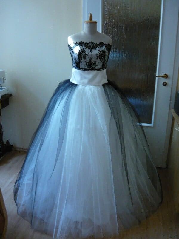fekete csipke felsővel. Menyasszonyi c3581e003c