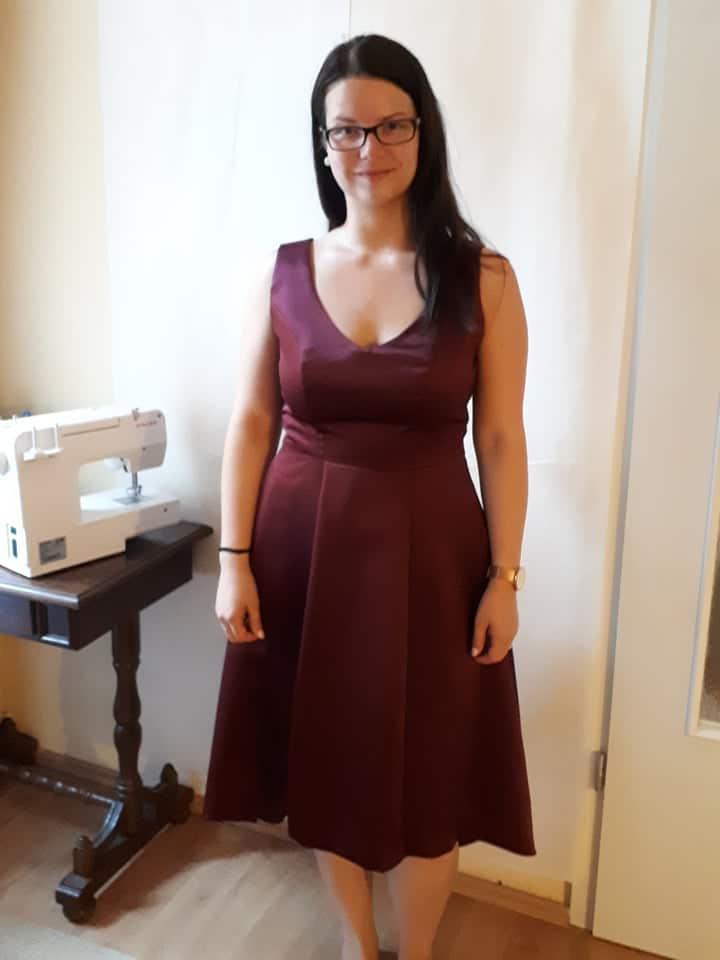 Burgundi elegancia - trendi koszorúslány ruhák - Rieder Ágnes 3e5f95eadd